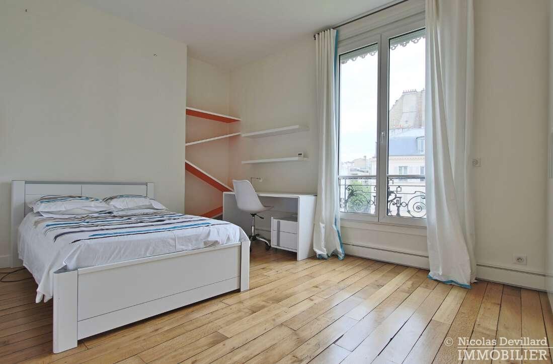 Village-de-Passy-–-Grand-salon-ensoleillé-et-rénové-–-75016-Paris-14