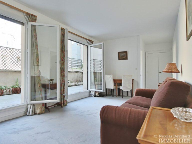 Triangle-d'orGeorge-V-–-Pied-à-terre-au-calme-avec-terrasse-–-75008-Paris-4