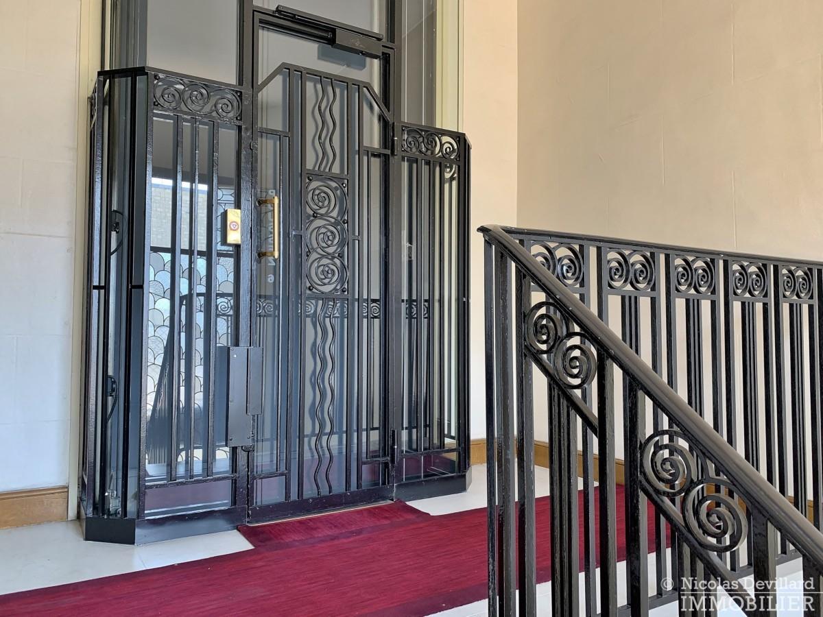 FlandrinLongchamp – Dernier étage superbe terrasse et vue – 75116 Paris 3