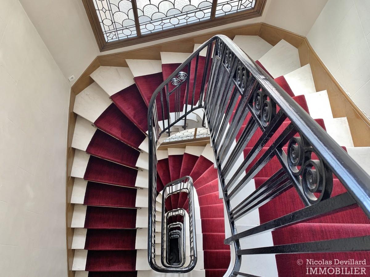 FlandrinLongchamp – Dernier étage superbe terrasse et vue – 75116 Paris 4