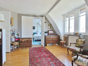 FlandrinLongchamp – Dernier étage superbe terrasse et vue – 75116 Paris 9