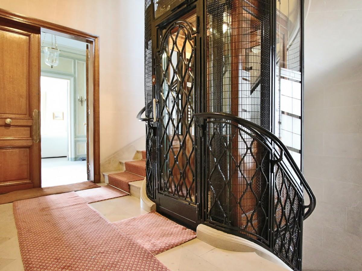 BosquetAlma – Vaste appartement de réception et familial avec vue 75007 Paris (23)