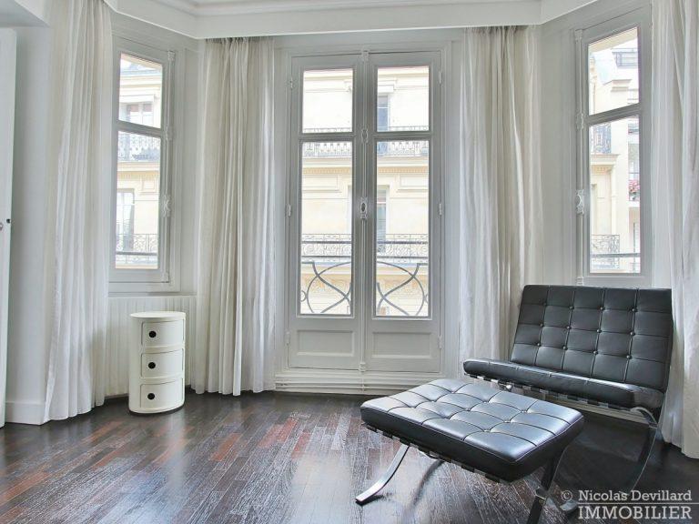 Rond-Point-des-Champs-Elysées-–-Rénové-volumes-et-belle-allure-75008-Paris-14
