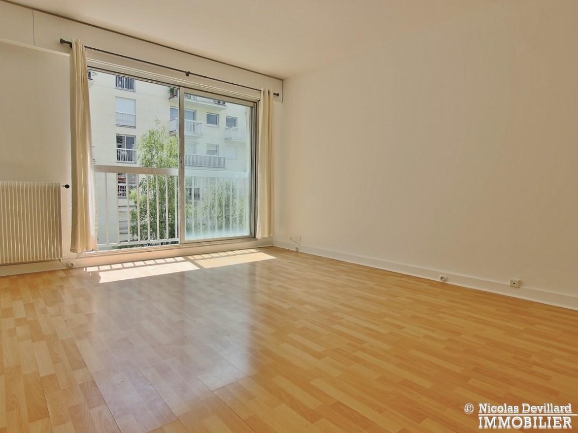 Trocadéro – Grand studio sur jardin au calme – 75116 Paris 10