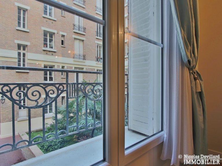 VavinLuxembourg-–-Grand-volume-au-calme-sur-cour-fleurie-–-75006-Paris-14