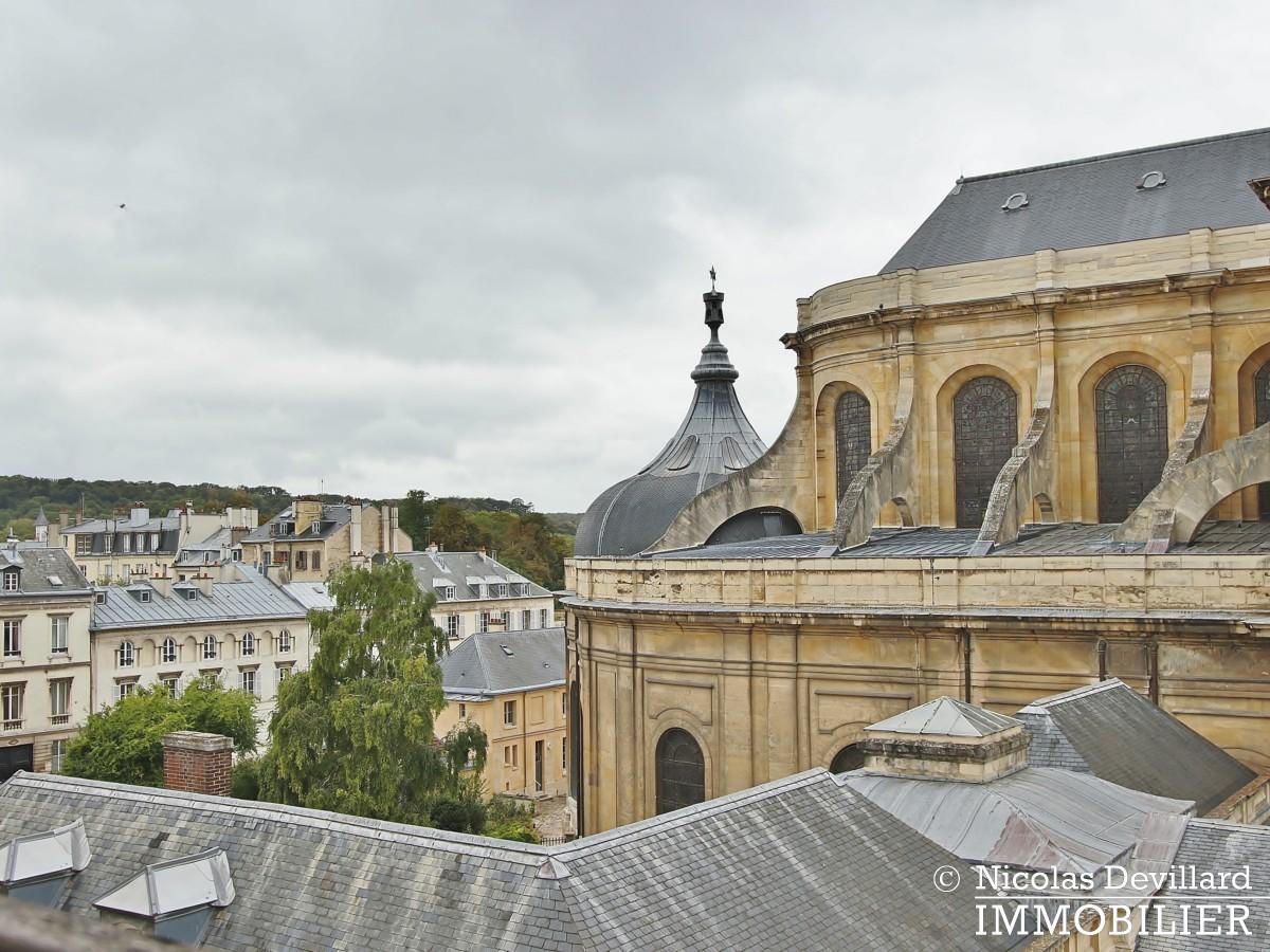 Saint LouisCarrés – Dernier étage de charme avec vue – 78000 Versailles (12)