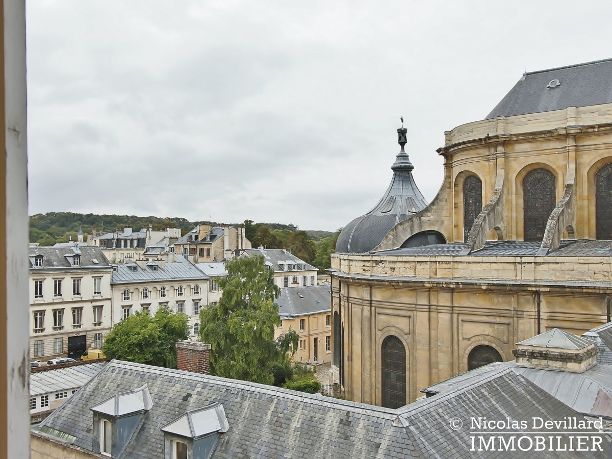 Saint LouisCarrés – Dernier étage de charme avec vue – 78000 Versailles (17)