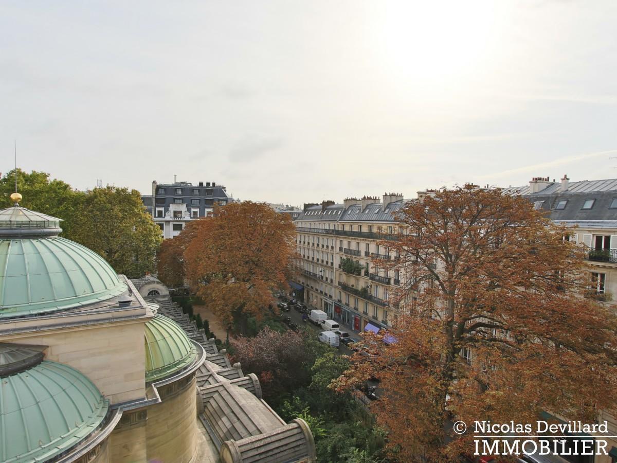 MadeleineSt Augustin – Dernier étage, vue, calme et soleil – 75008 Paris (18)