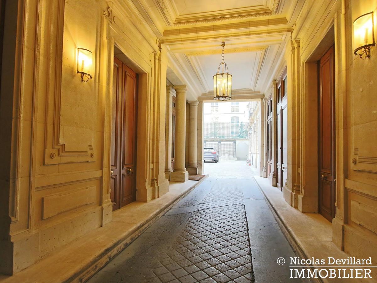 Avenue Montaigne – Somptueux appartement de réception avec terrasse – 75008 Paris (1)