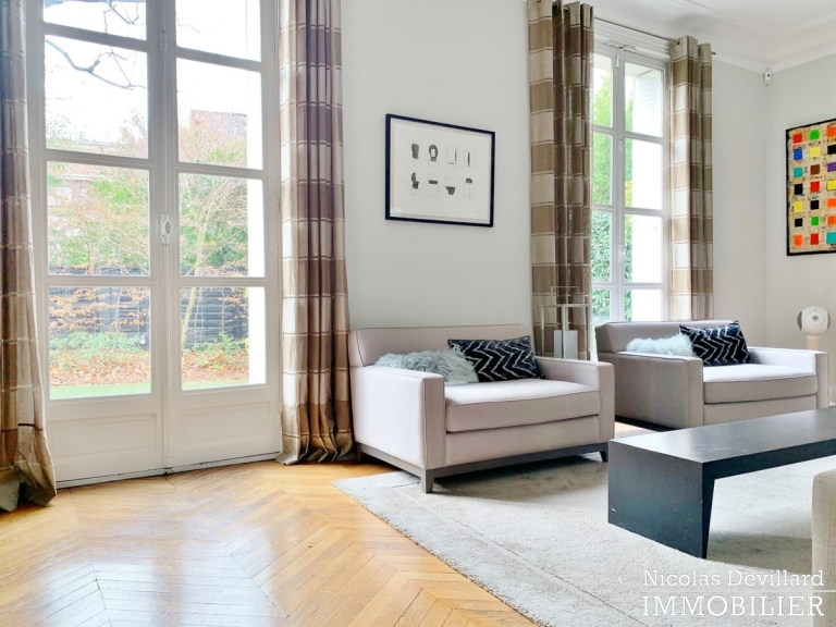 Saint-JamesBois – Somptueux hôtel particulier plein sud avec jardin – 92200 Neuilly-sur-Seine (44)