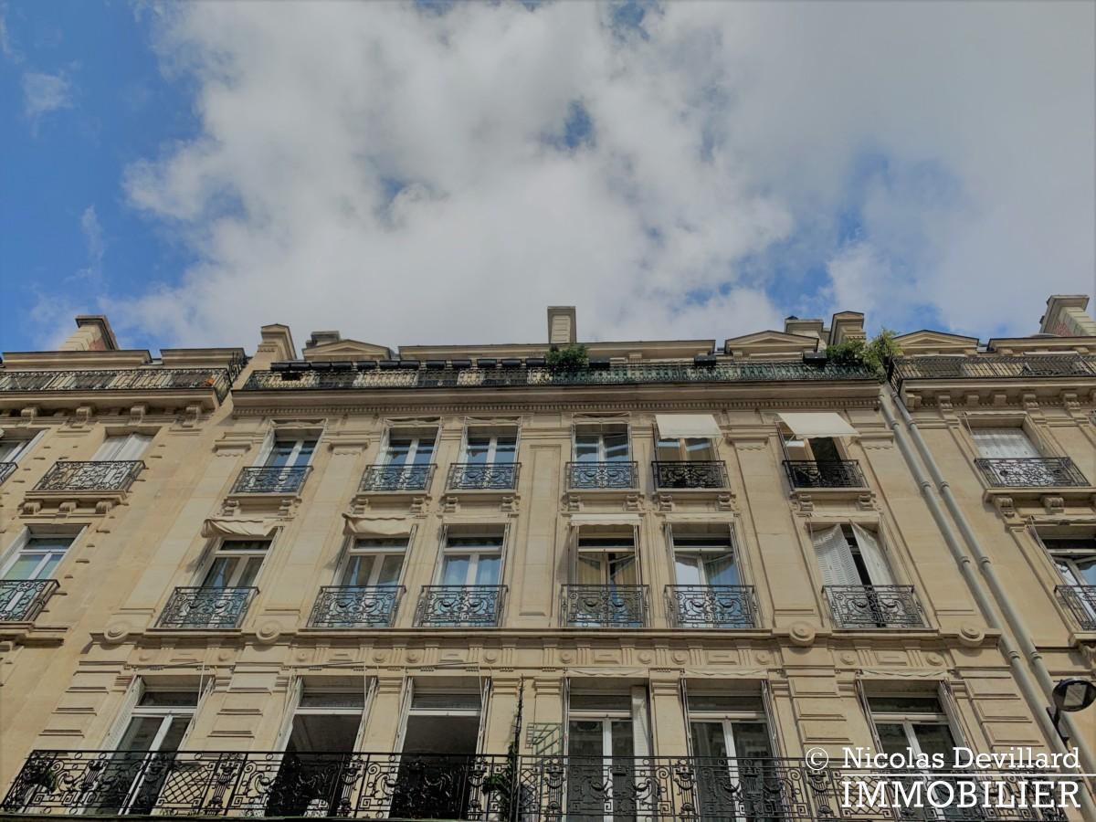 Triangle d'Or – Rénové, soleil, dernier étage et climatisation – 75008 Paris (1)