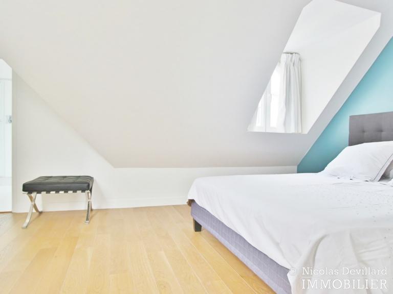 Triangle d'Or – Rénové, soleil, dernier étage et climatisation – 75008 Paris (15)