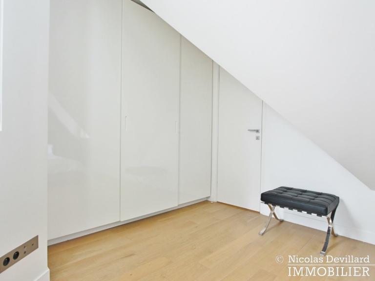 Triangle d'Or – Rénové, soleil, dernier étage et climatisation – 75008 Paris (18)