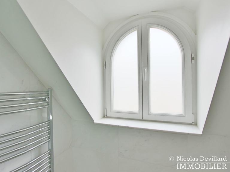 Triangle d'Or – Rénové, soleil, dernier étage et climatisation – 75008 Paris (23)