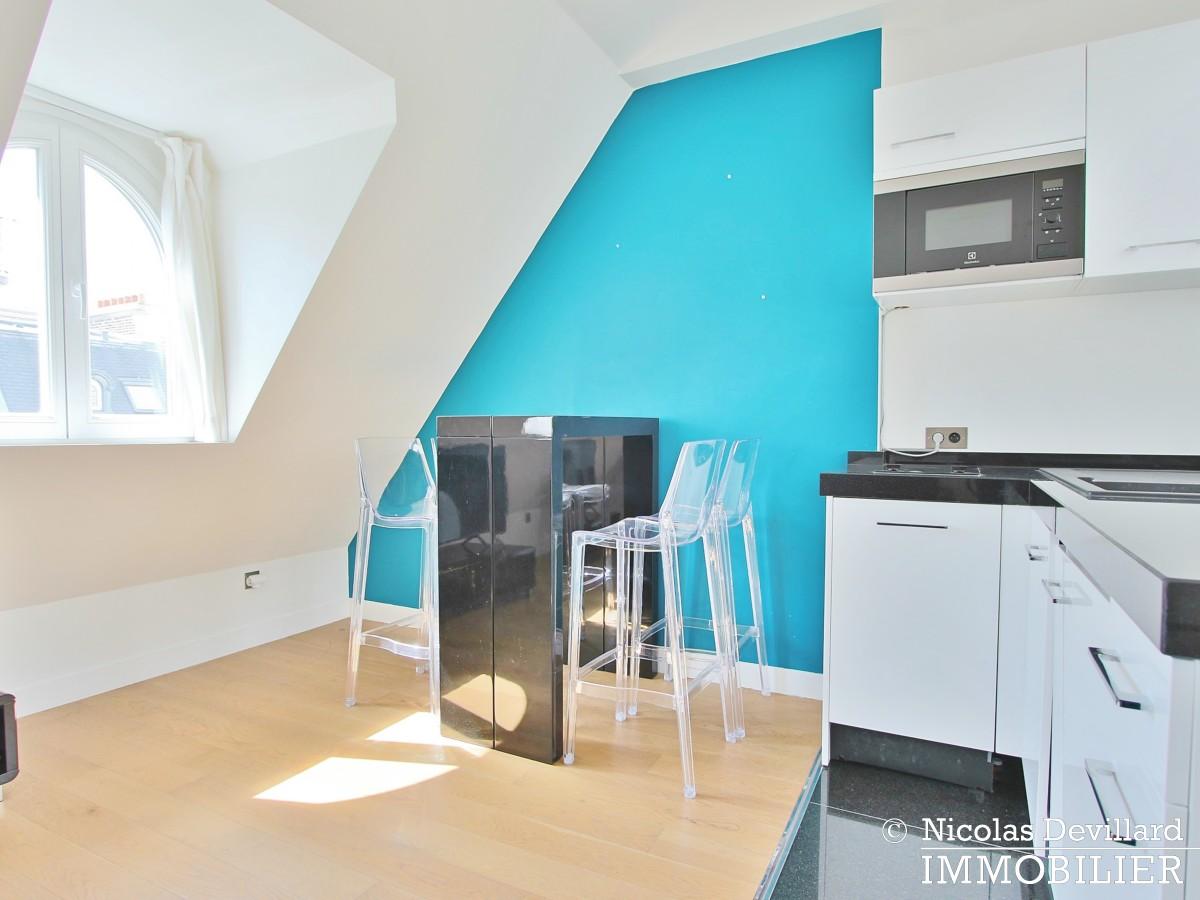 Triangle d'Or – Rénové, soleil, dernier étage et climatisation – 75008 Paris (6)