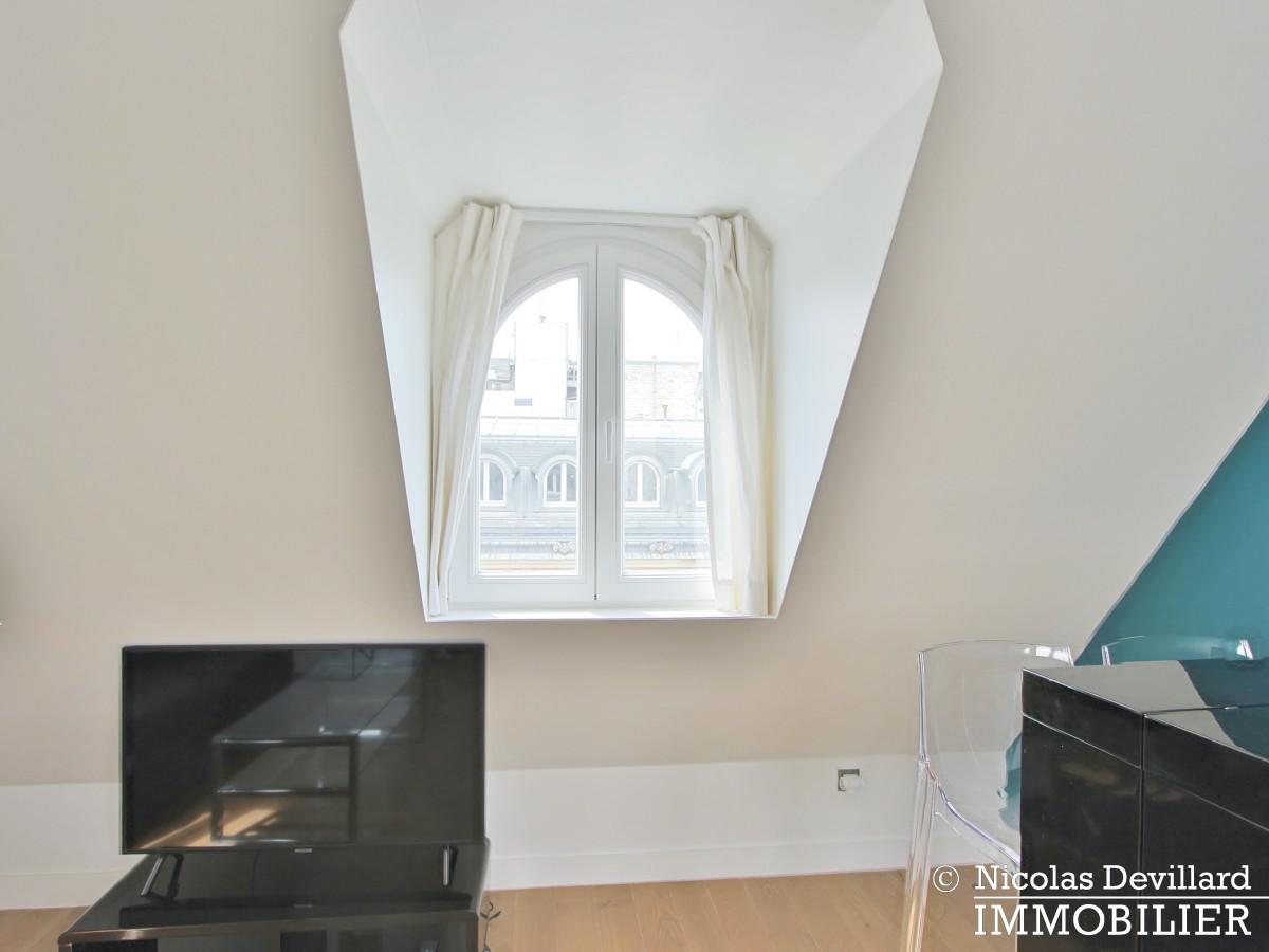Triangle d'Or – Rénové, soleil, dernier étage et climatisation – 75008 Paris (8)