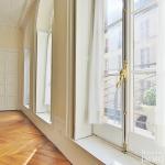 Rue du BacSèvres Babylone – Caractère, volumes et lumière – 75007 Paris (19)