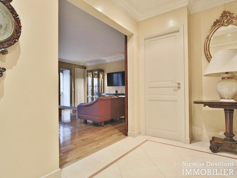 MarceauChaillot – Grand salon, vue et balcons - 75008 Paris (10)