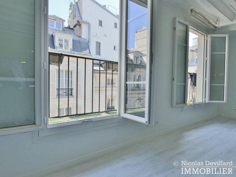 BoëtieMiromesnil – Poutres, lumière et balcon - 75008 Paris (10)
