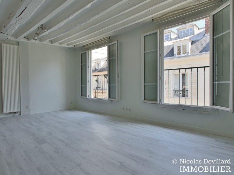 BoëtieMiromesnil – Poutres, lumière et balcon - 75008 Paris (12)