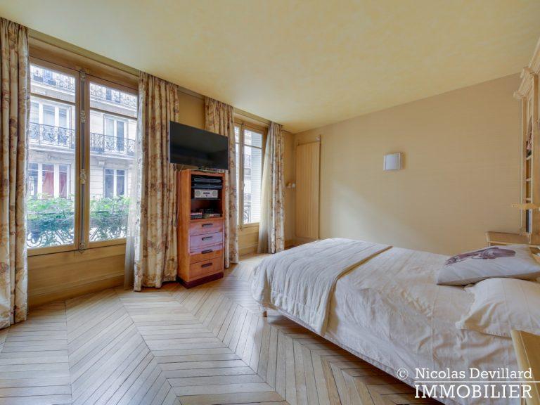Triangle d'OrMontaigne – Vaste haussmannien de réception avec deux suites – 75008 Paris (13)