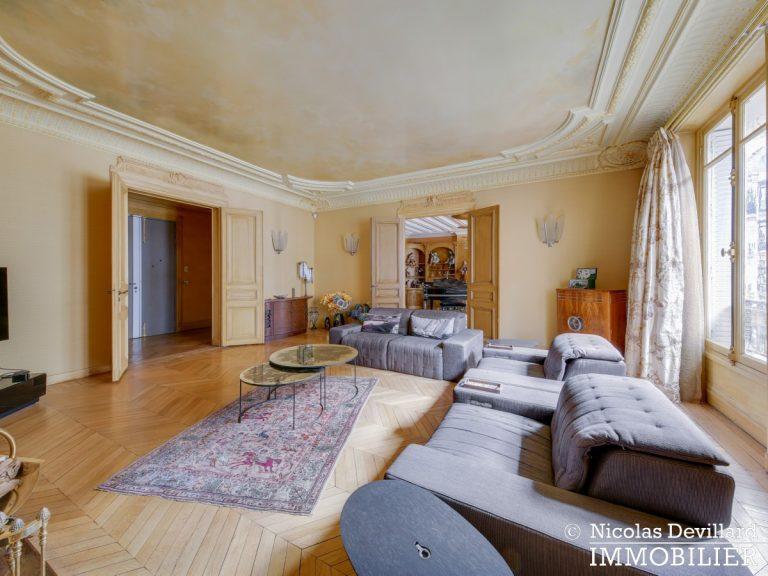 Triangle d'OrMontaigne – Vaste haussmannien de réception avec deux suites – 75008 Paris (18)