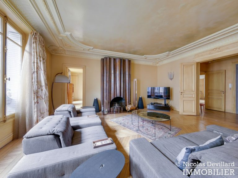 Triangle d'OrMontaigne – Vaste haussmannien de réception avec deux suites – 75008 Paris (19)