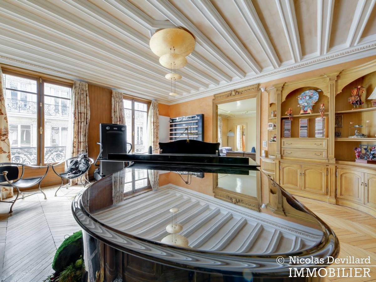 Triangle d'OrMontaigne – Vaste haussmannien de réception avec deux suites – 75008 Paris (20)