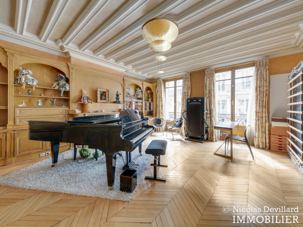Triangle d'OrMontaigne – Vaste haussmannien de réception avec deux suites – 75008 Paris (21)