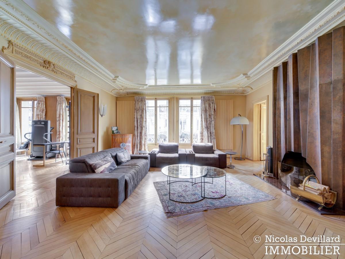 Triangle d'OrMontaigne – Vaste haussmannien de réception avec deux suites – 75008 Paris (25)