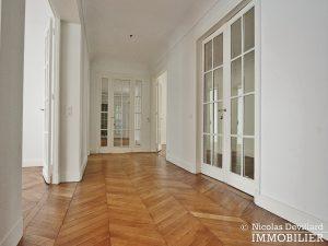 Victor HugoLongchamp – Grand classique haussmannien familial et réception – 75116 Paris (17)