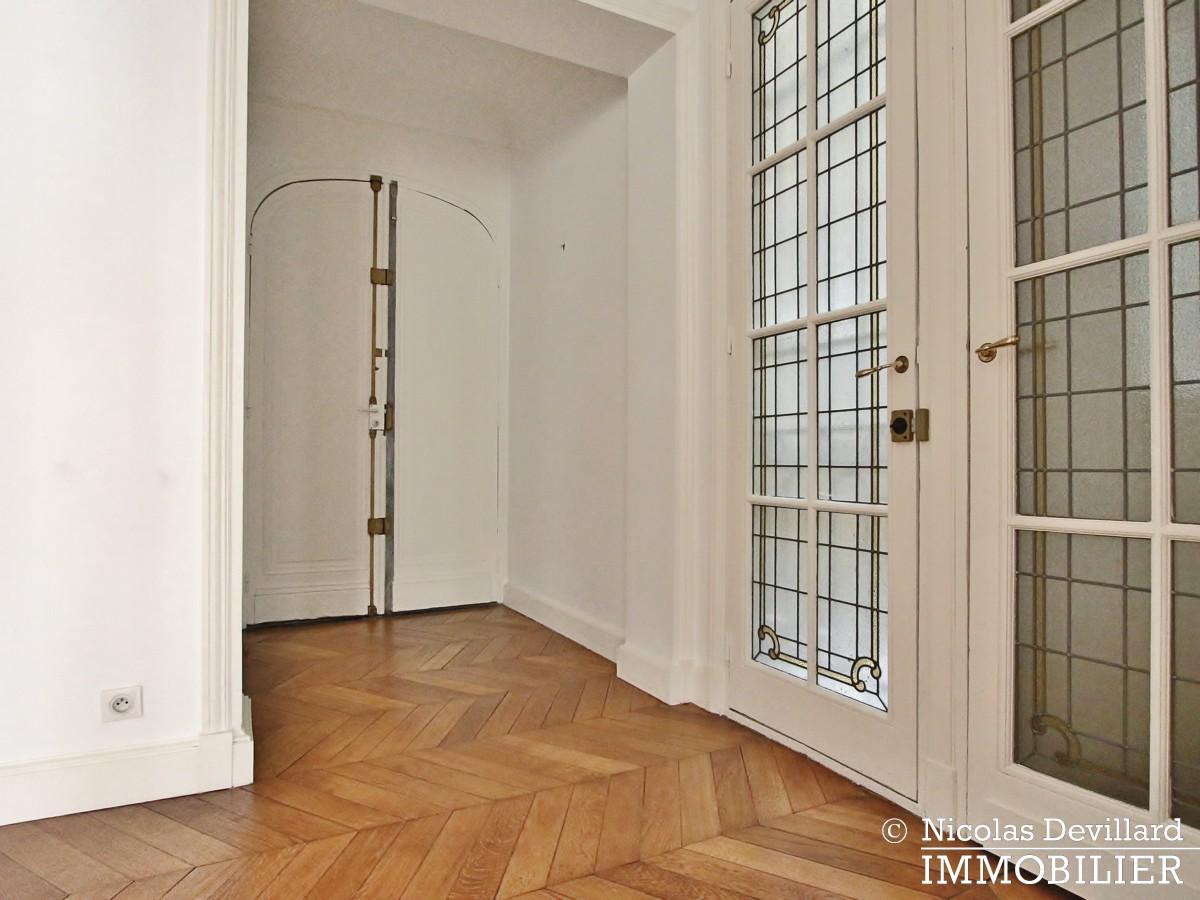 Victor HugoLongchamp – Grand classique haussmannien familial et réception – 75116 Paris (18)