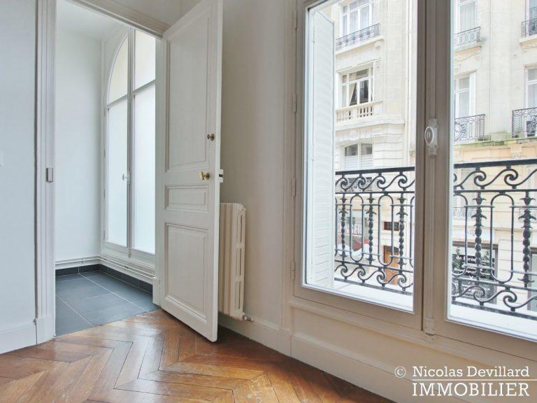Victor HugoLongchamp – Grand classique haussmannien familial et réception – 75116 Paris (25)
