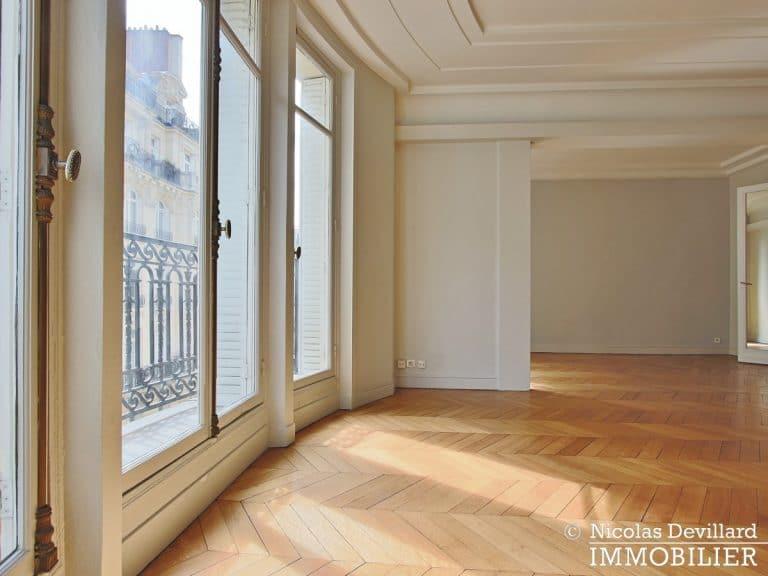 Victor HugoLongchamp – Grand classique haussmannien plein soleil – 75116 Paris (32)