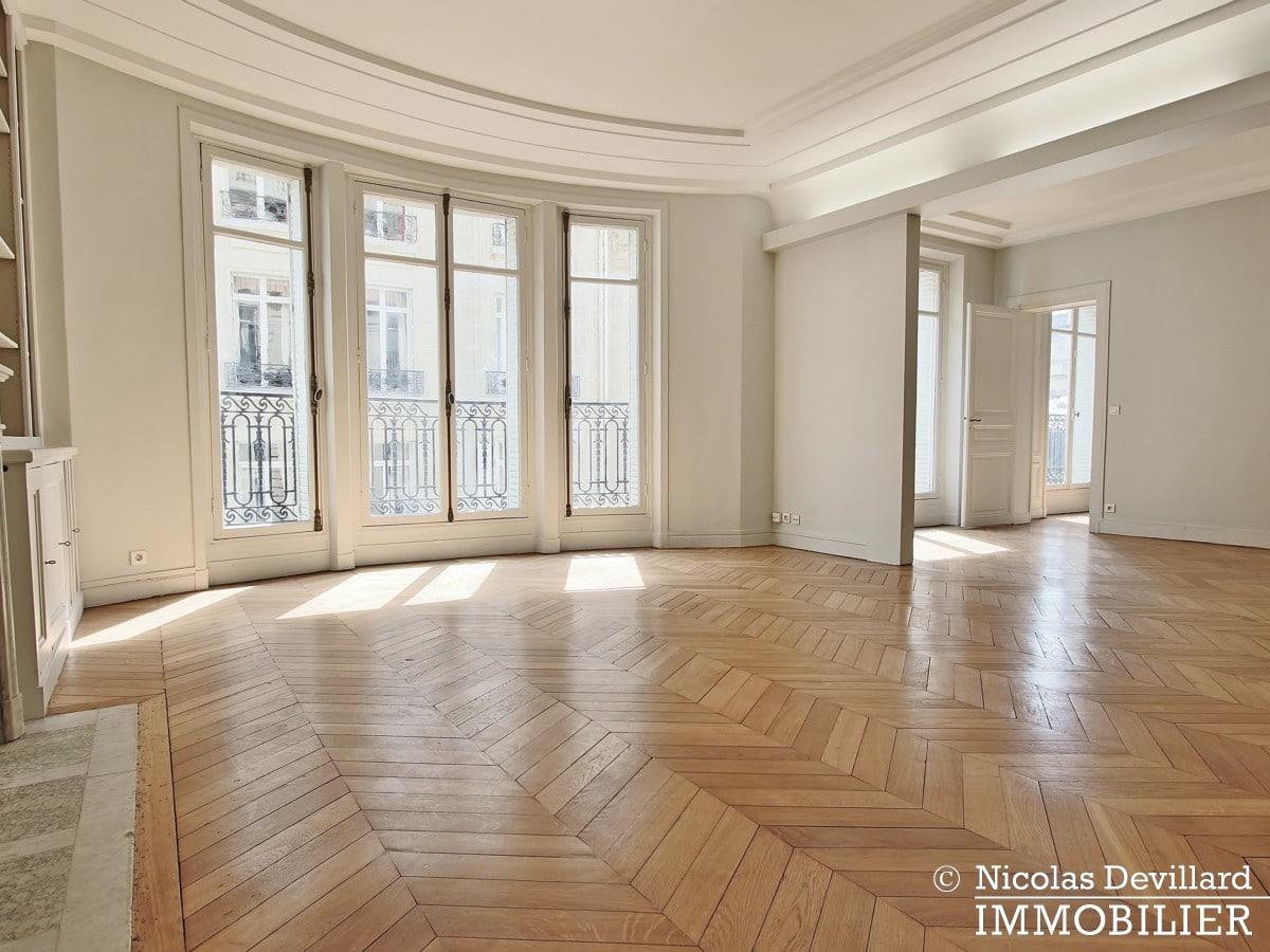Victor HugoLongchamp – Grand classique haussmannien plein soleil – 75116 Paris (4)