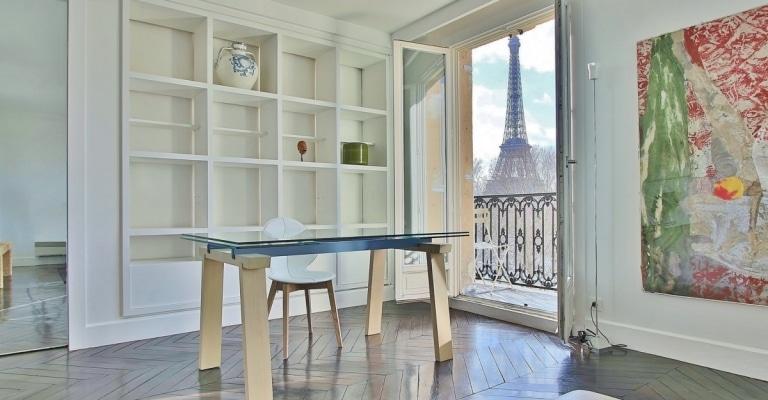AlmaMarceau-–-Vue-magistrale-plein-soleil-et-décoration-élégante-–-75116-Paris-32